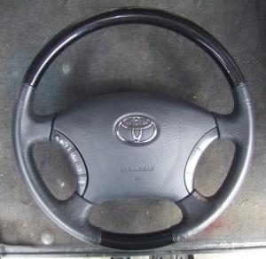 Toyota_Alphard_Steering_082320141