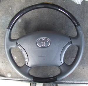 Toyota_Alphard_Steering_082320142