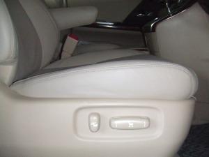 Toyota_alphard_seat_080120146