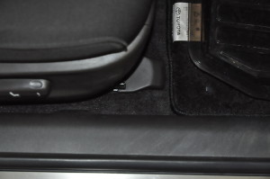 Toyota_Crown_Seat_pillar_120120146