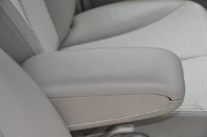 Nissan_Tiida_Armrest_062620153