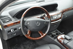 Mercedes_Benz_S550_seat-steering_070220152