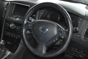 Nissan_SkylineCrossover_steering_070220151