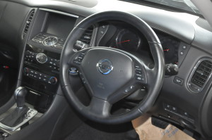 Nissan_SkylineCrossover_steering_070220152
