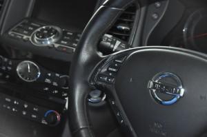 Nissan_SkylineCrossover_steering_070220155