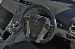 Toyota_Prius_steering_110420151