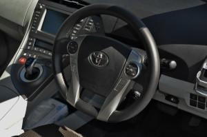 Toyota_Prius_steering_110420152