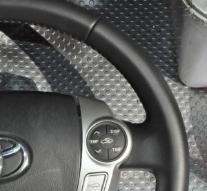 Toyota_Prius_steering_110420154