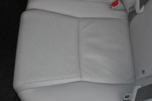 Lexus_HS250h_seat_121120152