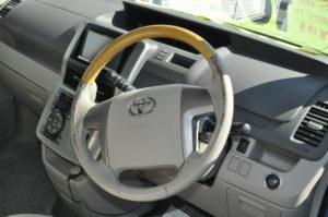 Toyota_Noah_steering_030220161