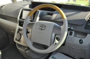 Toyota_Noah_steering_030220162
