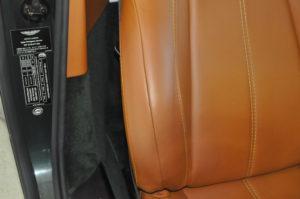 Aston_Martin_V8Vantage_seat4