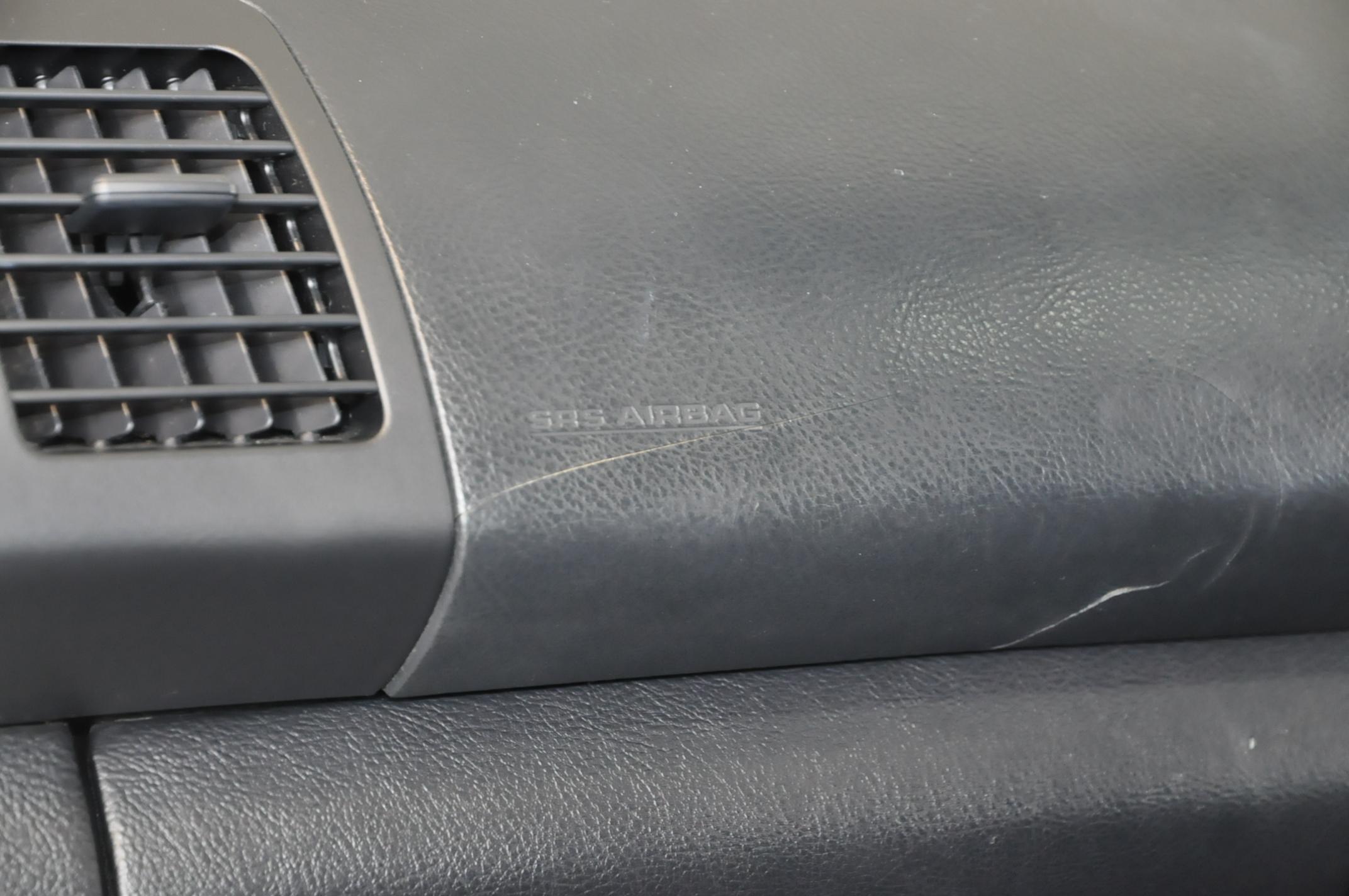 トヨタ ハリアー ダッシュボードのひび割れ補修 1167 静岡県東部地域で車内装、革製品、木材製品の修理・補修