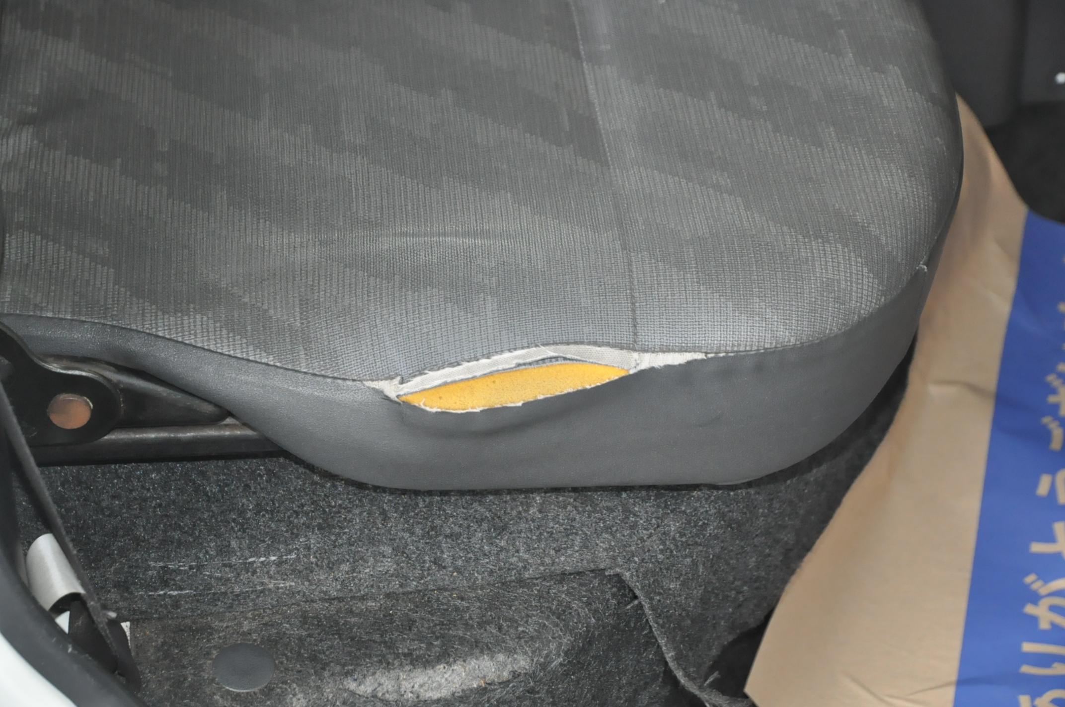 スズキ キャリー シートの破れ補修 1264 静岡県東部地域で車内装、革製品、木材製品の修理・補修、愛車の