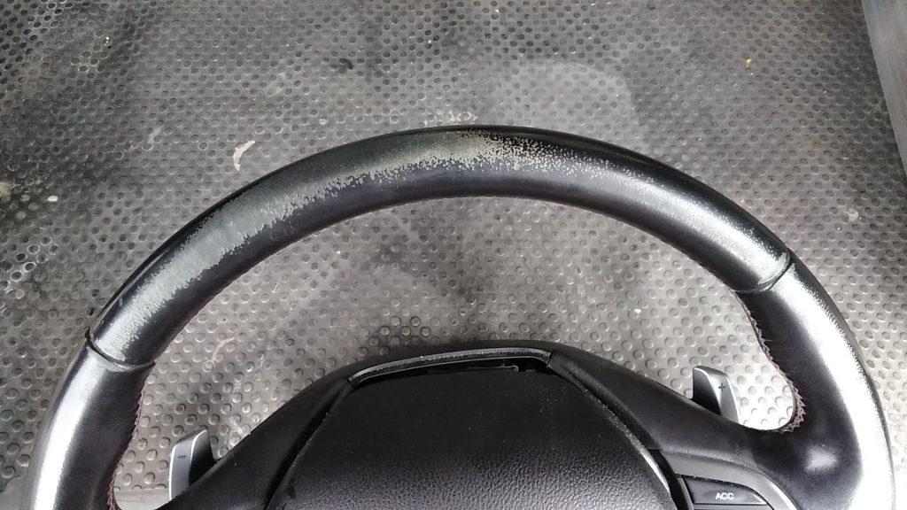 ホンダ アコード ステアリングの色剥がれ補修