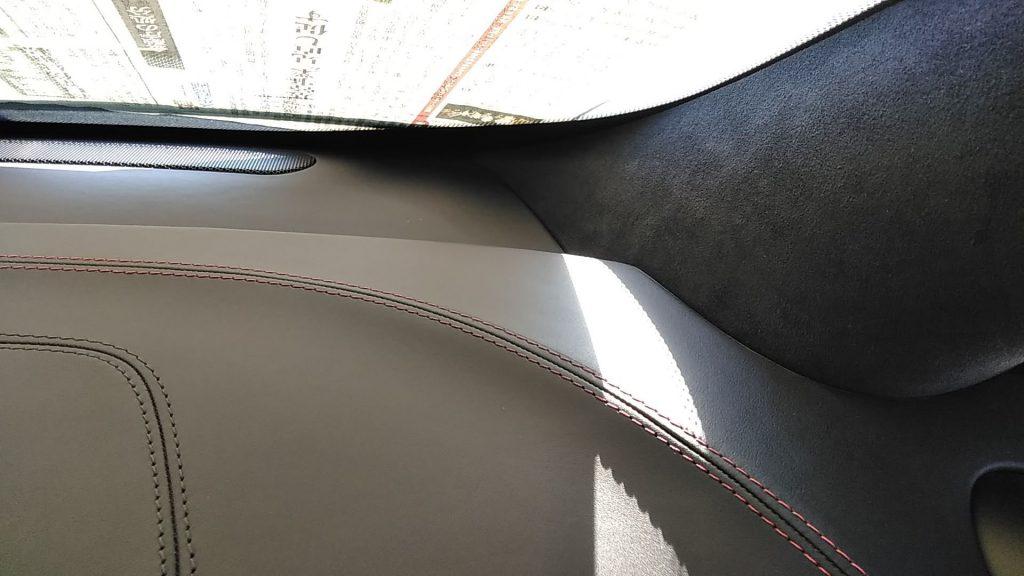 マクラーレン MP4-12C ダッシュボードの生地剥がれ補修