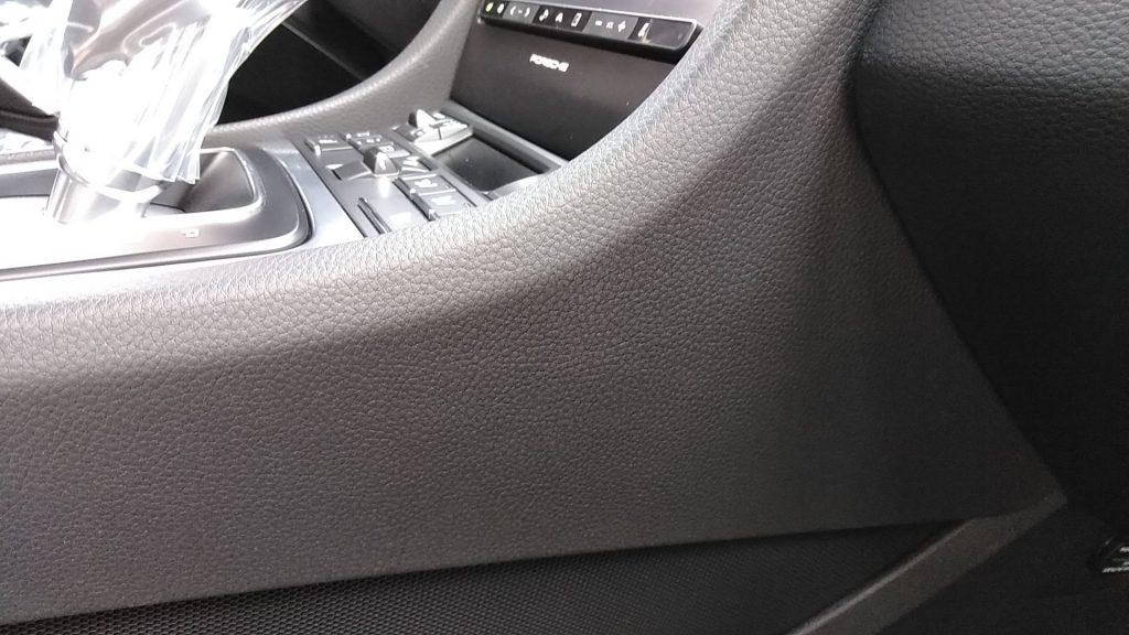 ポルシェ 911カレラ 内装の擦り傷補修