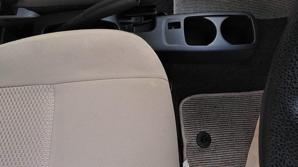 トヨタ ピクシス シートの焦げ穴補修