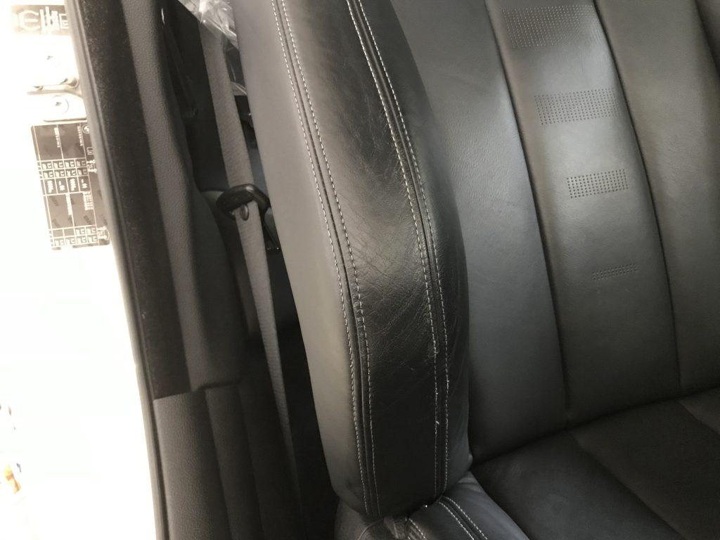 BMW M4 シートの色剥がれ補修
