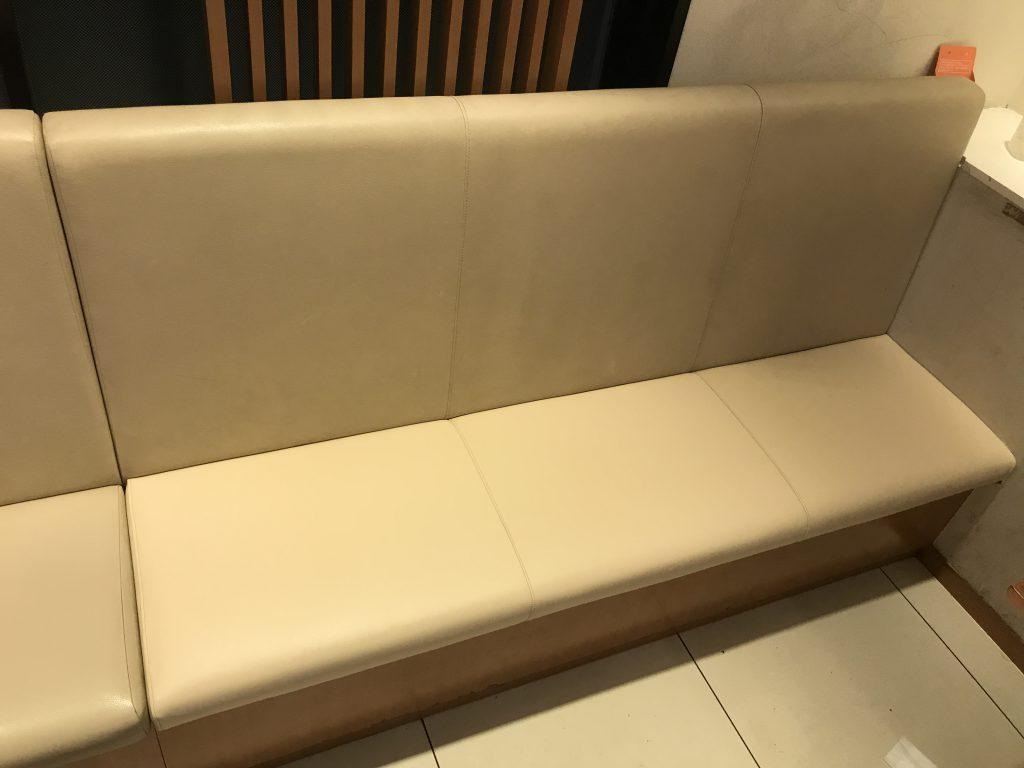 ベンチシート座面の生地破れ張替