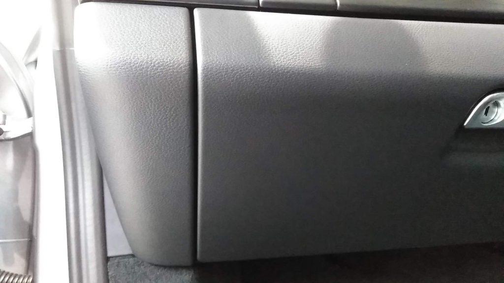 ポルシェ 911カレラGTS グローブボックスの擦り傷補修
