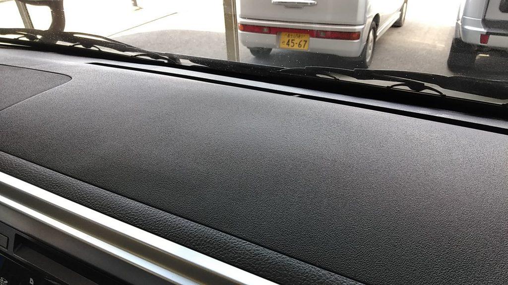 トヨタ ハイエース ダッシュボードに開いた穴の補修