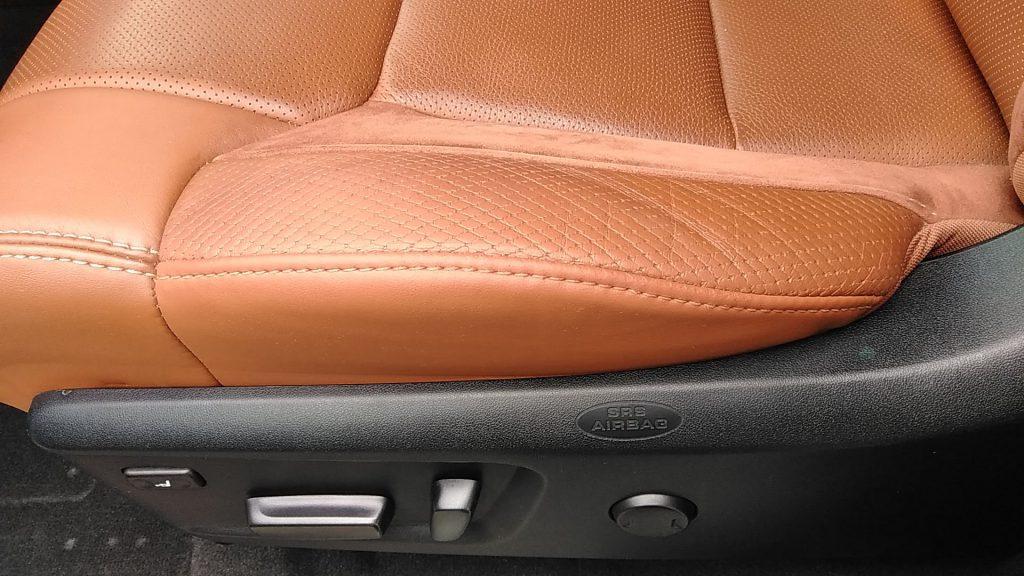 トヨタ タンドラ シートの色剥がれ補修