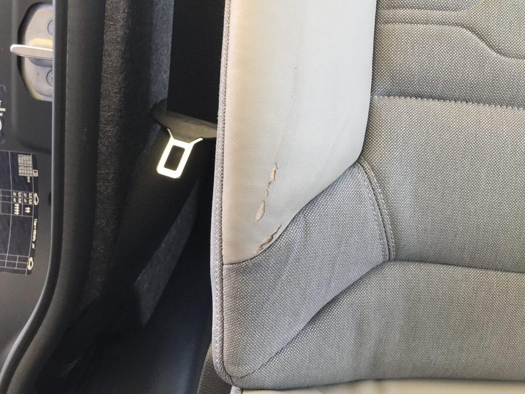 BMW i3 レザーシートの破れ補修