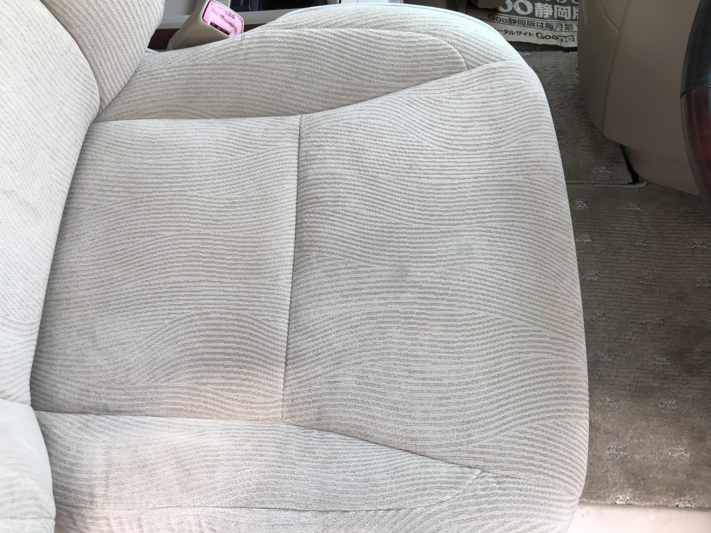 トヨタ アルファード シートの焦げ穴補修