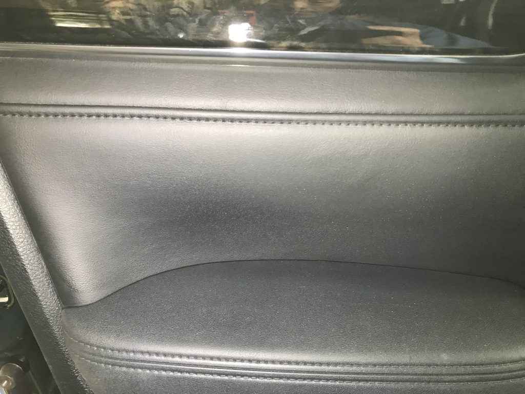 トヨタ ヴェルファイア ドアトリム生地の破れ補修