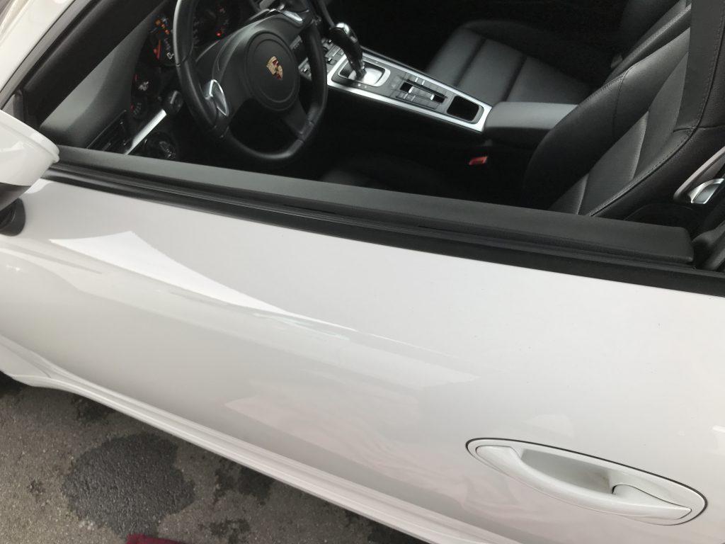 ポルシェ 911カレラ ドアトリムの剥がれ補修