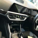 BMW 330i シート生地の切れ(小)の補修
