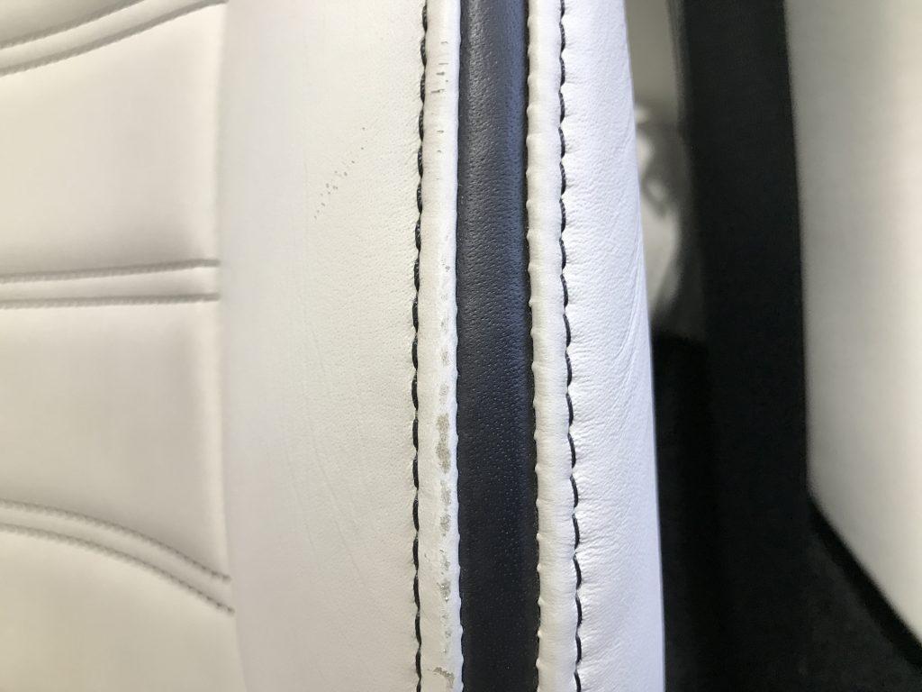 フェラーリ カリフォルニア シートの色剥がれ補修