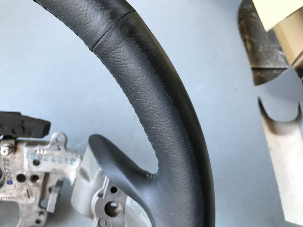 ホンダ ステップワゴン ステアリングの色剥がれ補修