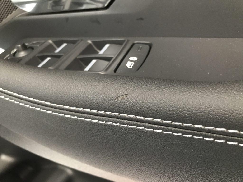 ジャガー E-Pace ドアトリムの生地剥がれ補修