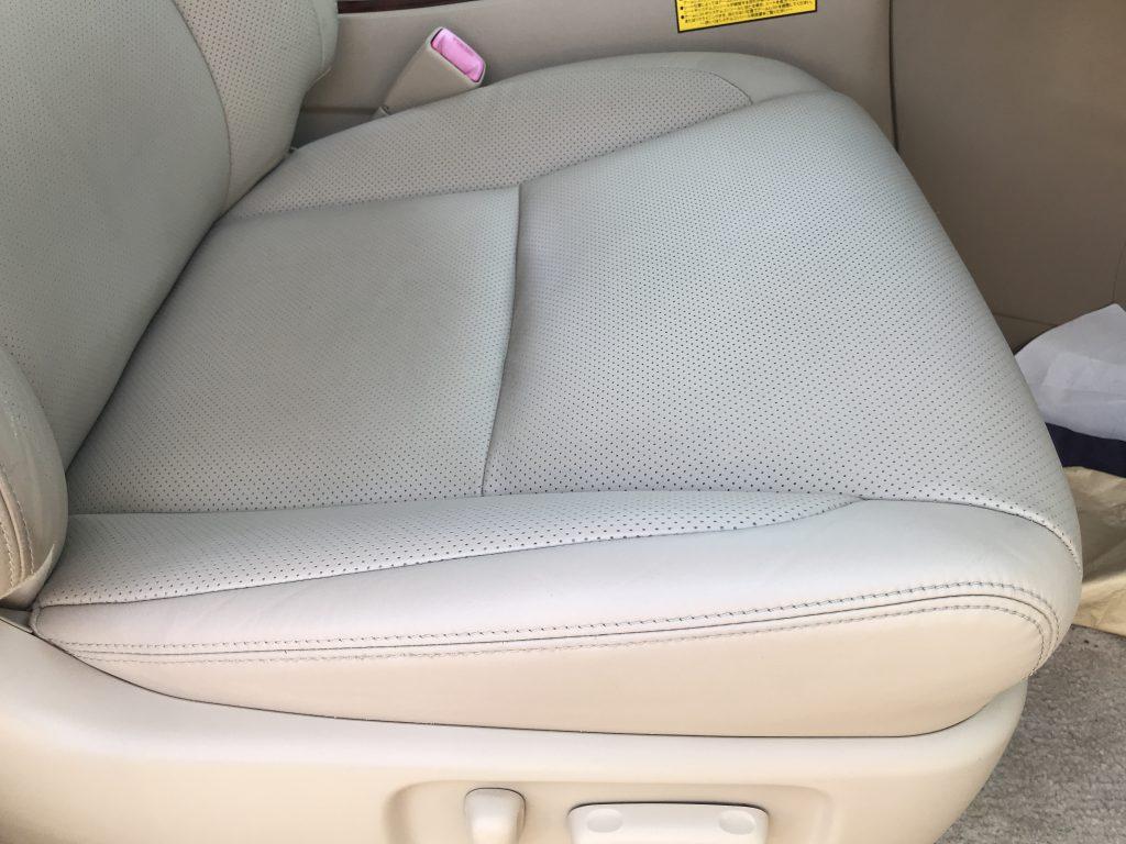 トヨタ アルファード レザーシートの破れ、色剥がれ補修