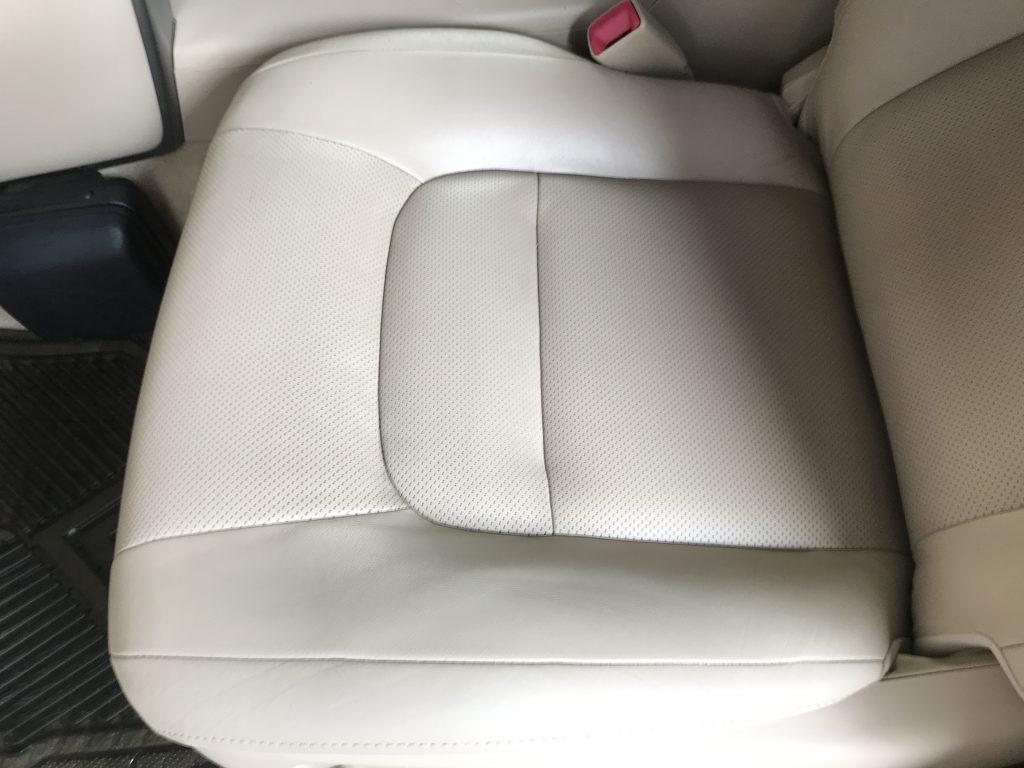 トヨタ ランドクルーザー シートの皺等補修