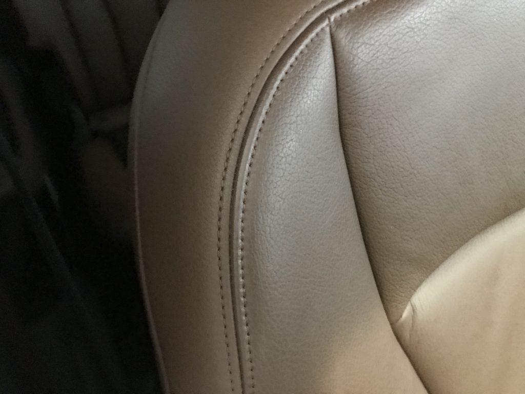 アウディ Q7 シートの色剥がれ等補修