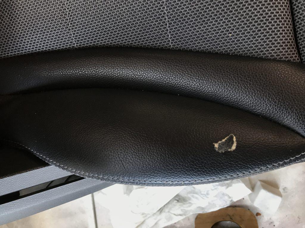 メルセデスベンツ C200 レザーシートの生地剥がれ補修