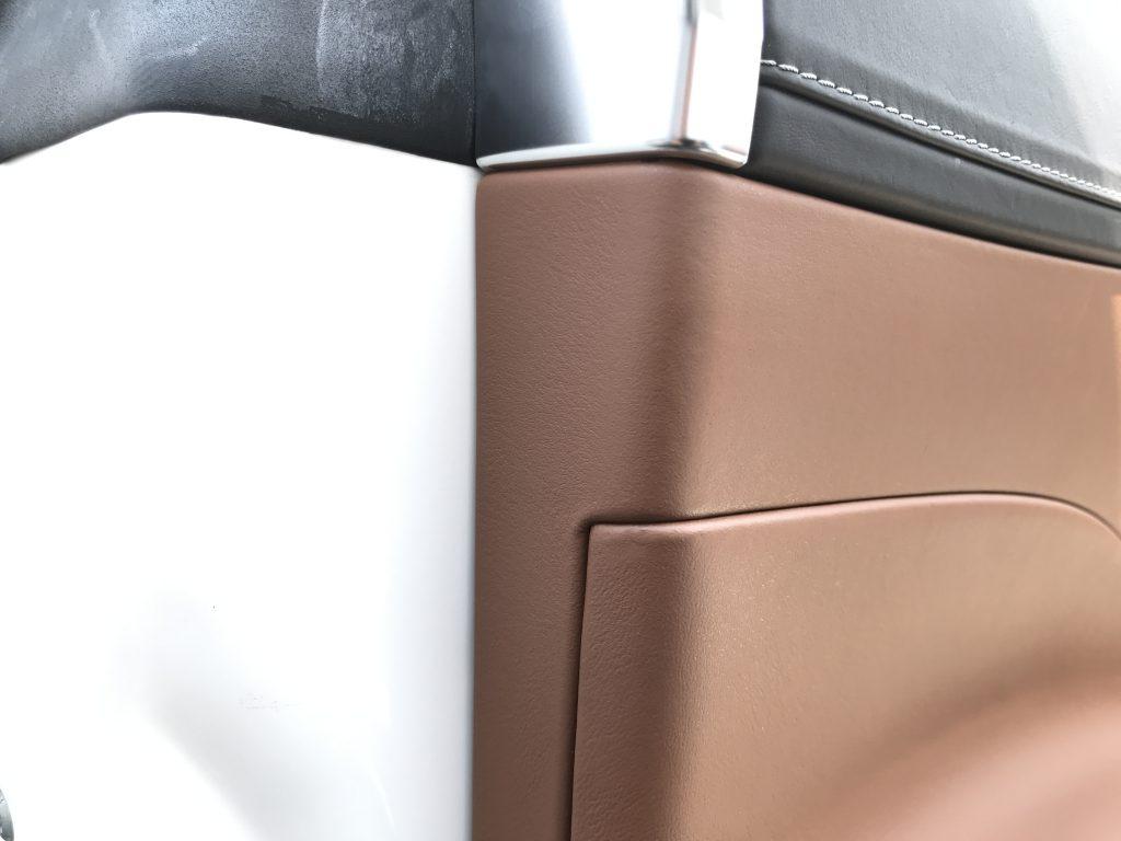 メルセデスベンツ S550 ドアトリムの小傷補修