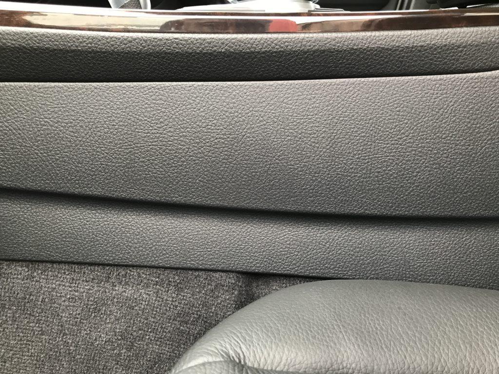 BMW 320d センターコンソールの色シミ補修