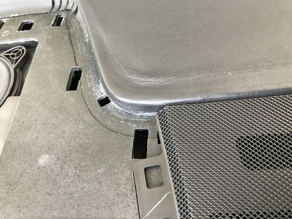 AMG CLS63 ダッシュボードの生地剥がれ補修