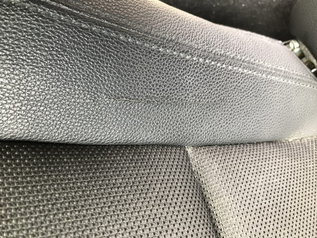 BMW 120i レザーシートのひび割れ補修