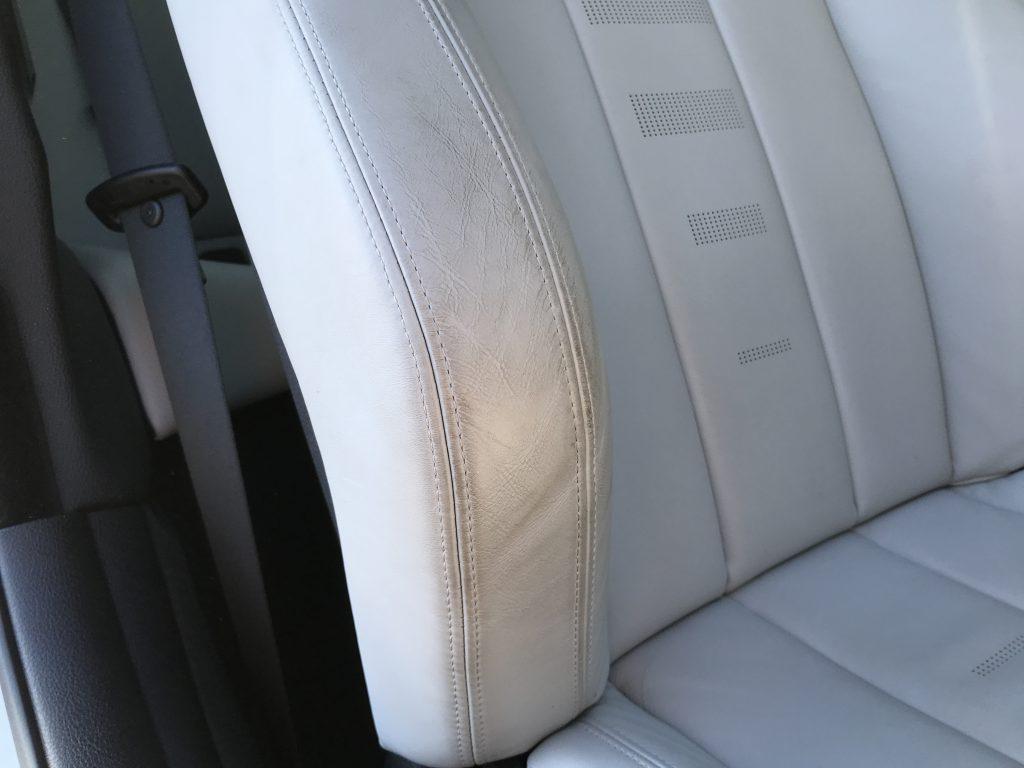 BMW M4 本革シートの色移り補修