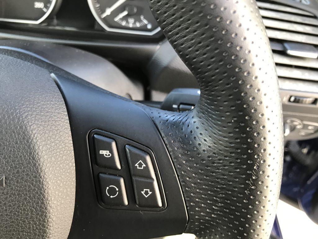 BMW 120i ステアリングの色剥がれ補修