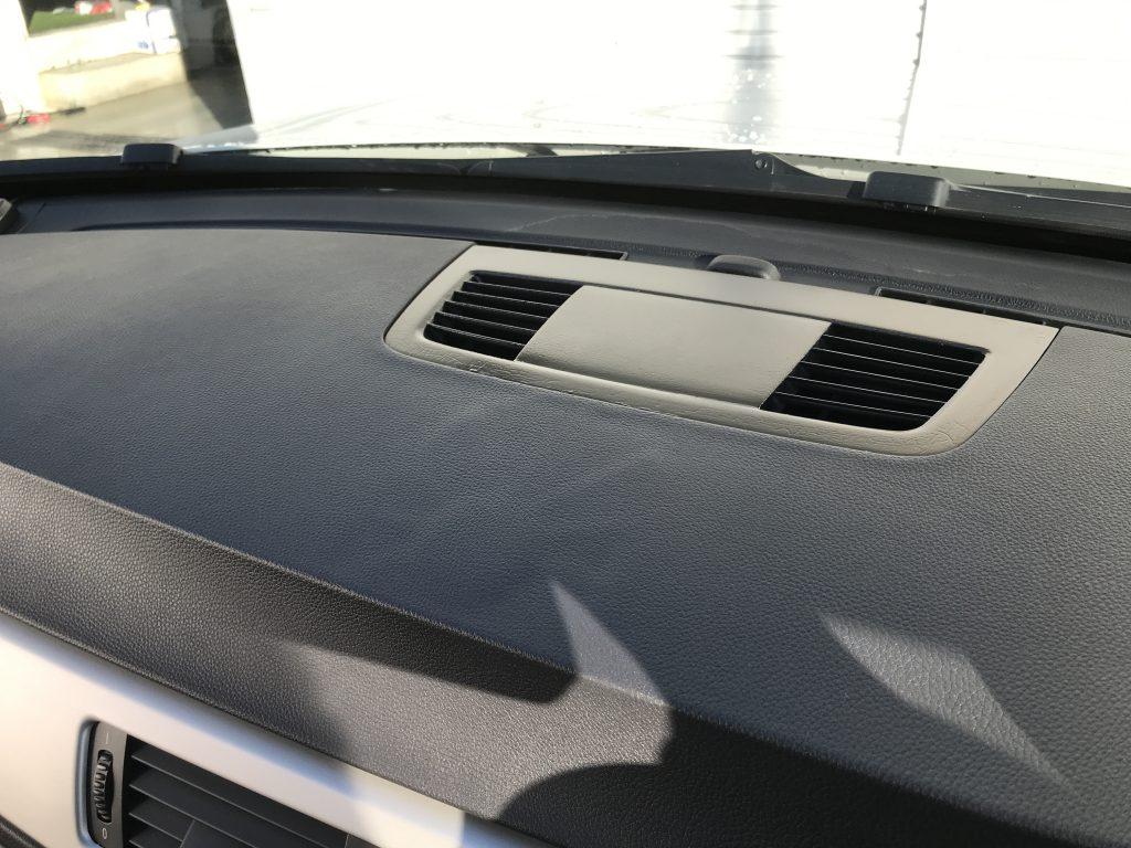BMW 330i ダッシュボードの両面テープ糊跡補修