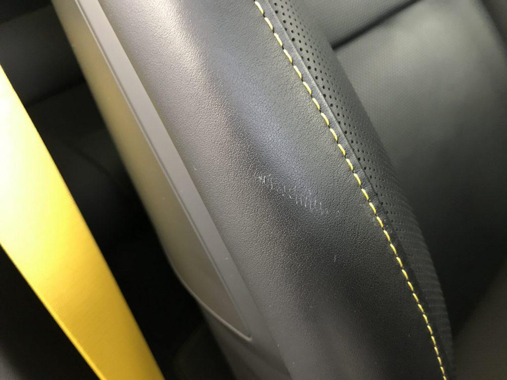 ポルシェ 911ターボS シートの擦り傷補修