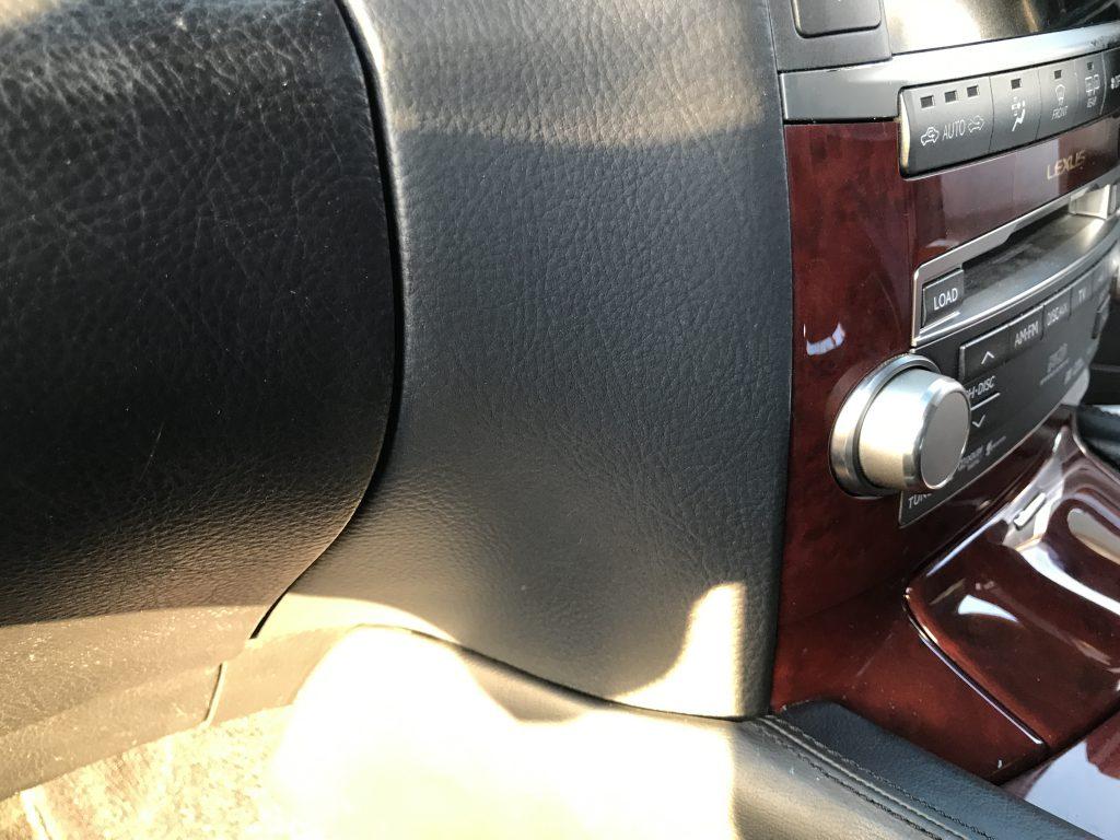 レクサス LS600hL インパネの両面テープ跡補修