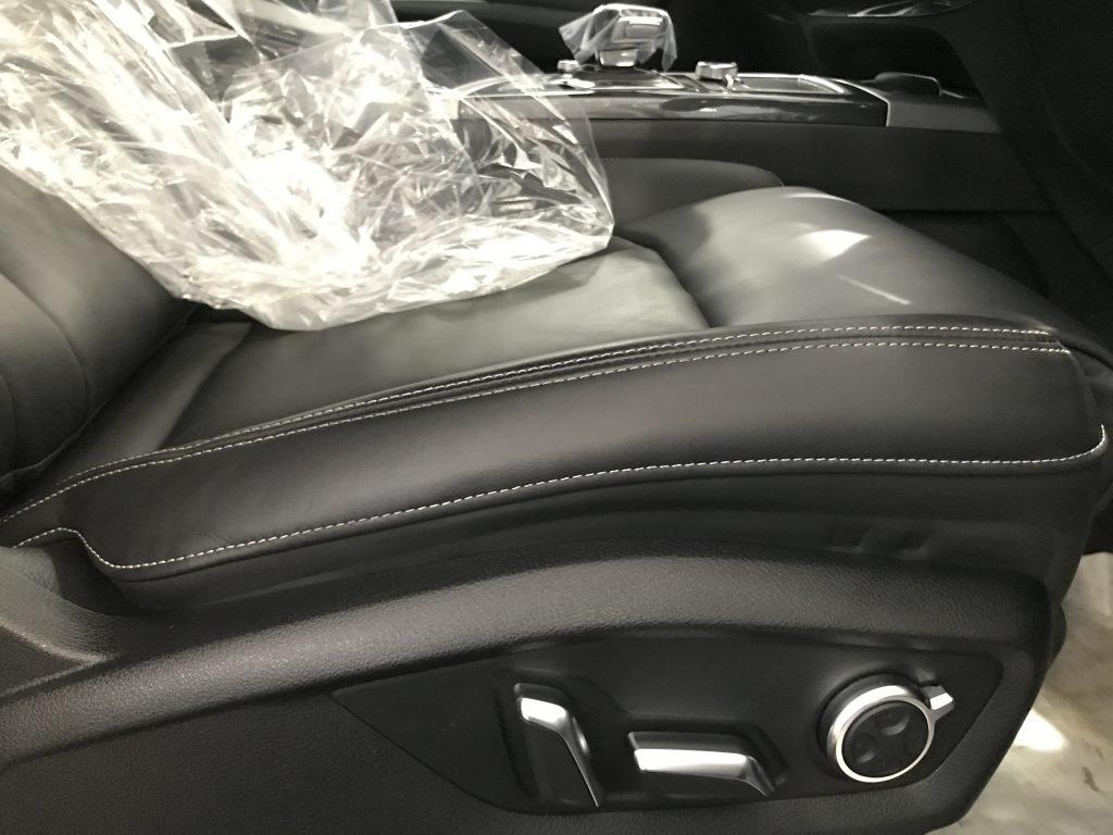 アウディ Q7 シート座面、内装部品の色剥がれ補修