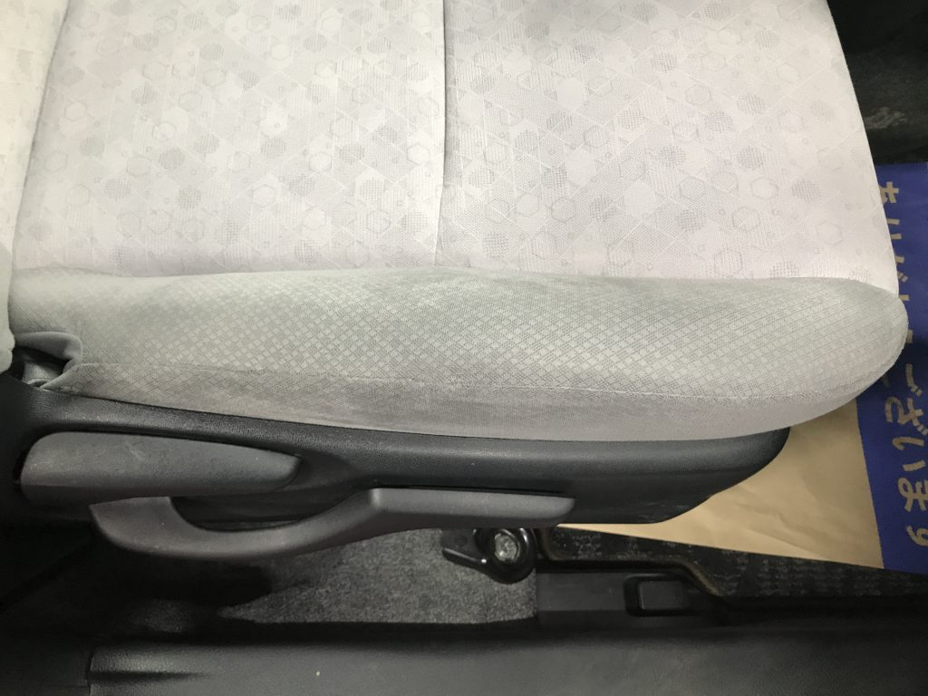 トヨタ ヴィッツ シートの縫い目解れ補修